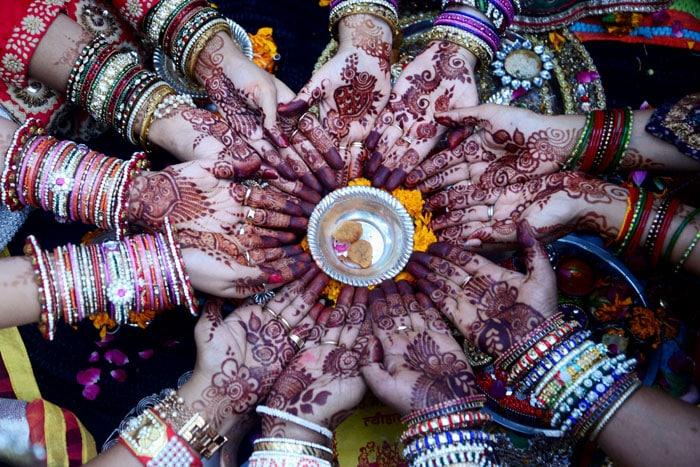 करवा चौथ 2017: जानिए क्या है पूजा का मुहूर्त, कितने बजे उदय होगा चंद्रमा