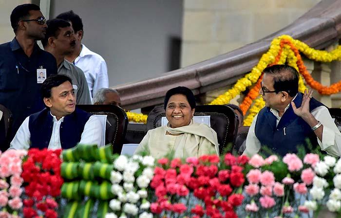 एचडी कुमारस्वामी ने कर्नाटक के मुख्यमंत्री पद की शपथ ली