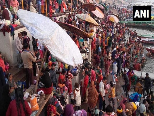 Photo : कुंभ मेले का हुआ आगाज, साधु-संतों और लाखों श्रद्धालुओं ने लगाई डुबकी
