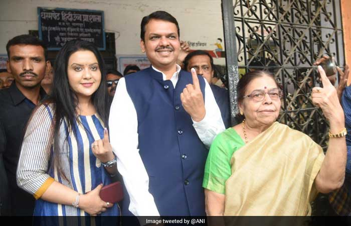 Lawmakers Cast Votes On Phase 1 Of Lok Sabha Polls