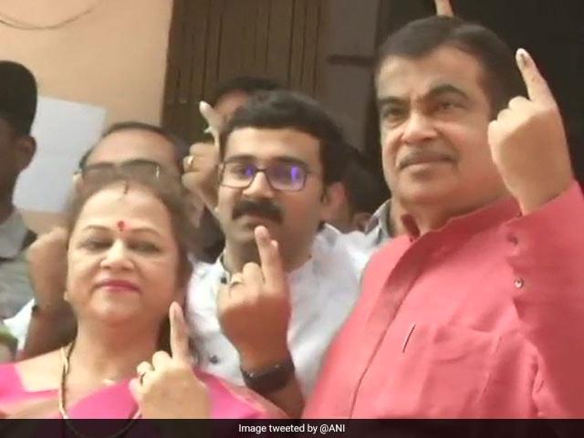 Photo : Lawmakers Cast Votes On Phase 1 Of Lok Sabha Polls