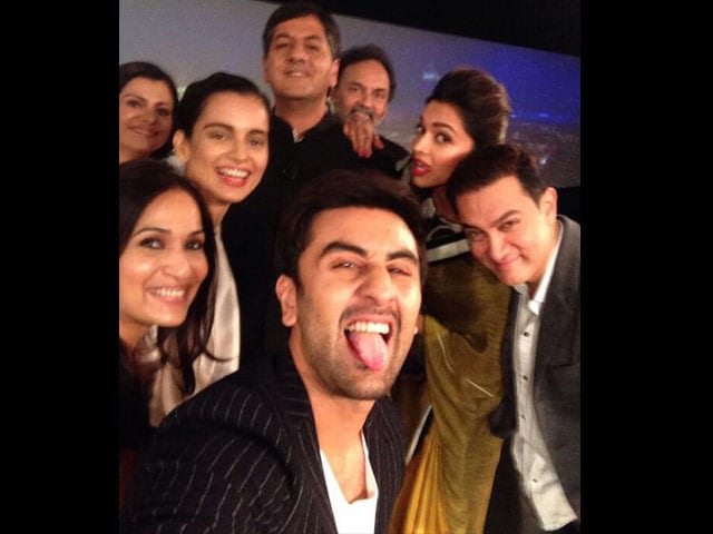 Photo : This is how a celeb selfie is made