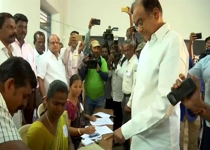 Key Personalities Cast Their Vote On Phase 2 Of Lok Sabha Polls