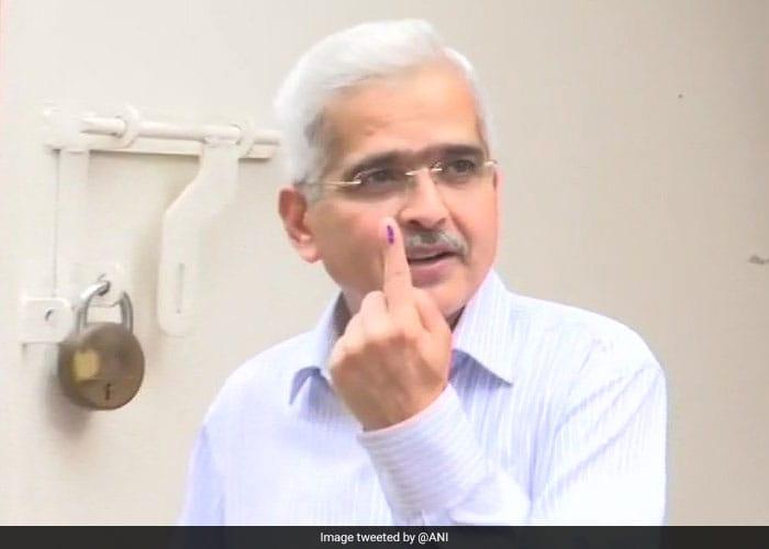 लोकसभा चुनाव: मुंबई में रेखा, शोभा खोटे ने किया चौथे चरण में वोट