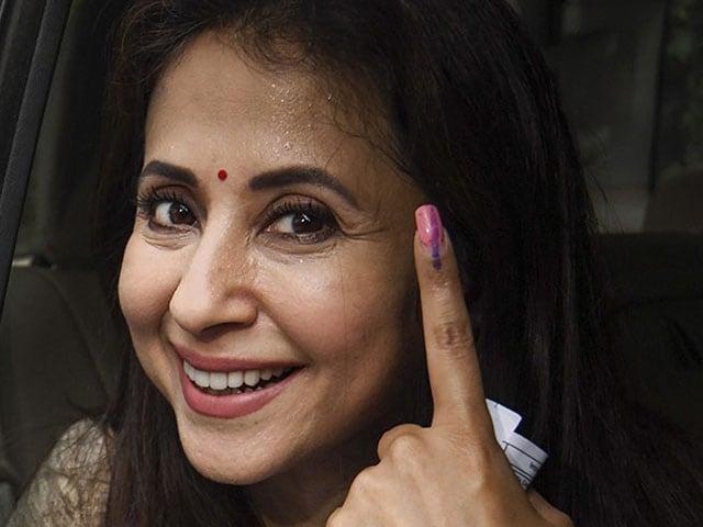 Photo : मुंबई उत्तर में कांग्रेस की उम्मीदवार उर्मिला मातोंडकर ने भी मतदान किया