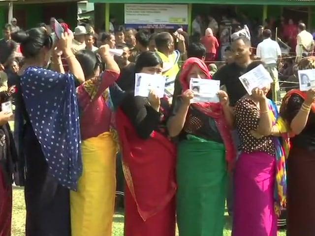 Photo : लोकसभा चुनाव 2019: पहले दौर के लिए मतदान शुरू, मतदाताओं में उत्साह