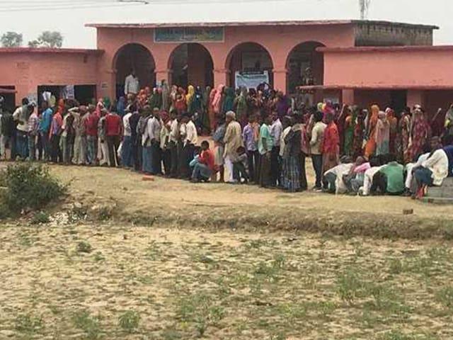 लोकसभा चुनाव 2019: पहले दौर के लिए मतदान शुरू, मतदाताओं में उत्साह