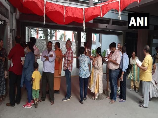 चुनाव 2019: छठे चरण के लिए 7 राज्यों में हुआ मतदान, लोगों ने बढ़-चढ़कर लिया हिस्सा