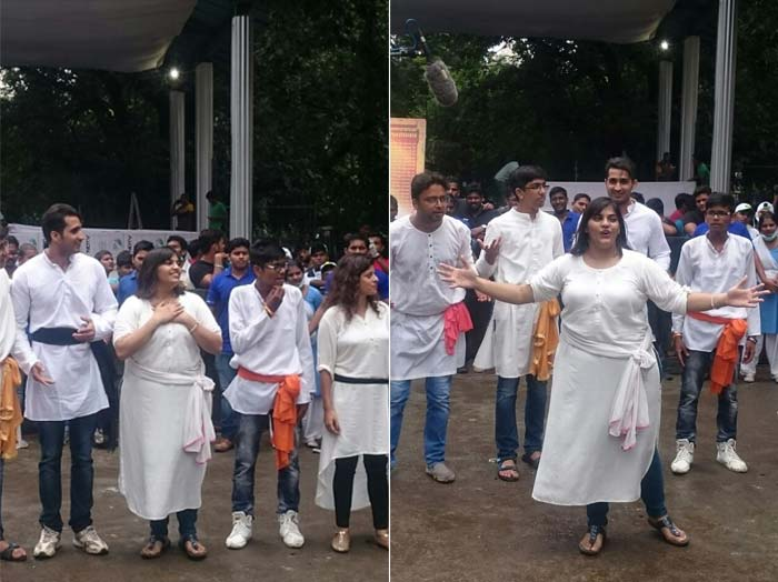 Devendra Fadnavis, Amitabh Bachchan Join The Clean-Up Drive For #MahaCleanathon