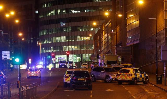 Photo : तस्वीरों में: मैनचेस्टर में पॉप सिंगर एरियाना ग्रैंड के शो के दौरान धमाका