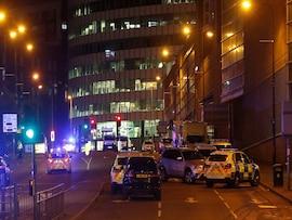 तस्वीरों में: मैनचेस्टर में पॉप सिंगर एरियाना ग्रैंड के शो के दौरान धमाका