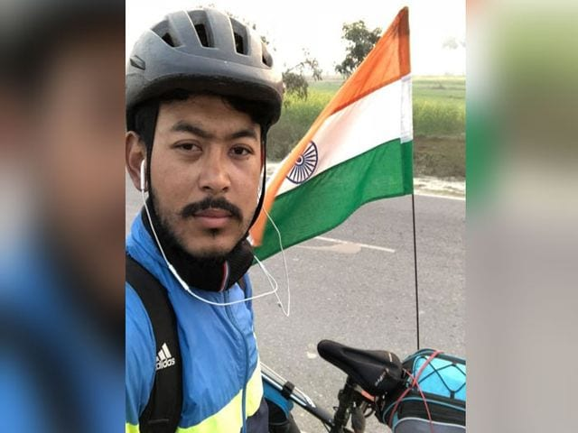 Photo : This Cyclist From Manipur Is On A Tour From Delhi To Imphal, To Spread The Message Of #BeatPollution