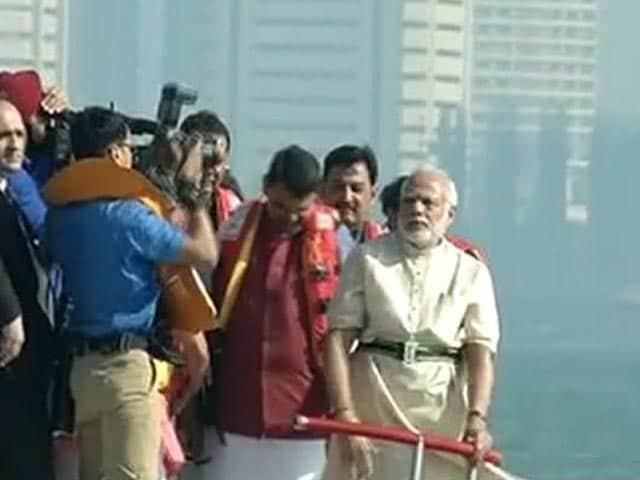 Photo : On Hovercraft, PM Modi Performs Jal Pujan For Rs 3,600 Crore Shivaji Memorial