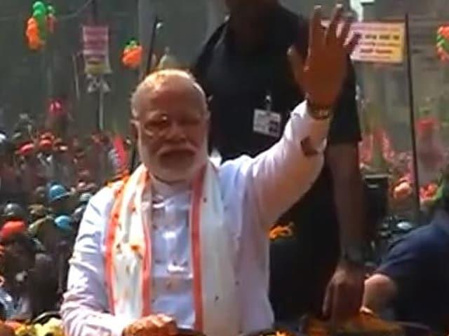 Photo : वाराणसी में पीएम मोदी ने रोड शो कर दिखाई ताकत, उमड़ा अपार जनसमूह