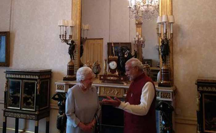 पीएम मोदी के सम्मान में महारानी एलिजाबेथ का भोज...