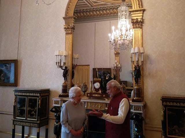Photo : पीएम मोदी के सम्मान में महारानी एलिजाबेथ का भोज...