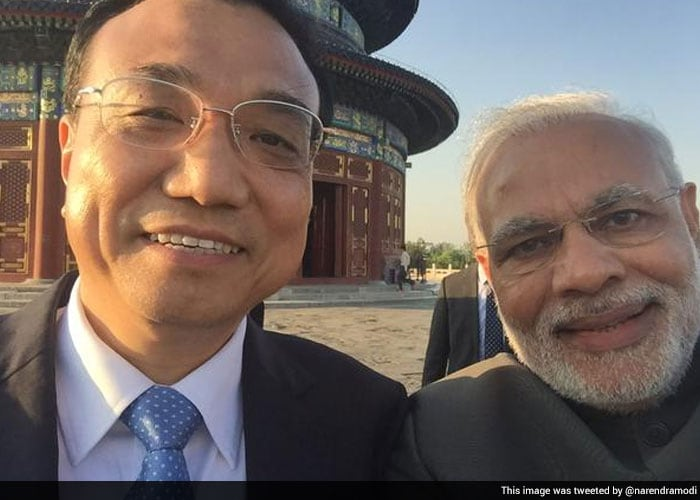 PM Modi End His Day in Beijing With A Selfie with Premier Li Keqiang