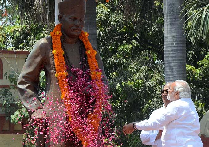 Photo : Biggest road-show in Varanasi for Modi's nominations