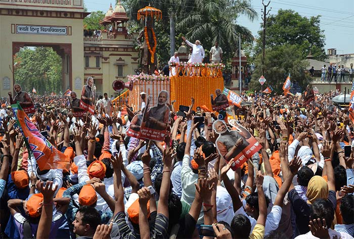 Biggest road-show in Varanasi for Modi\'s nominations