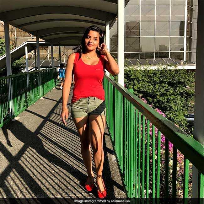 Bigg Boss की Ex कंटेस्टेंट मोनालिसा शादी के बाद कुछ ऐसे मना रही हैं विदेश में हनीमून
