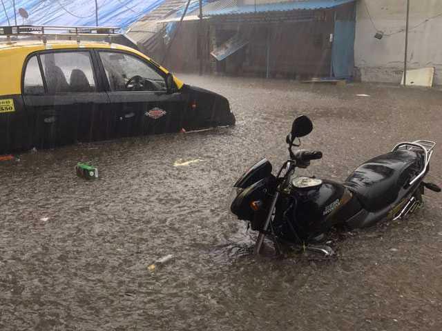 Photo : 5 Dramatic Pics Of Mumbai Thigh-High In Water