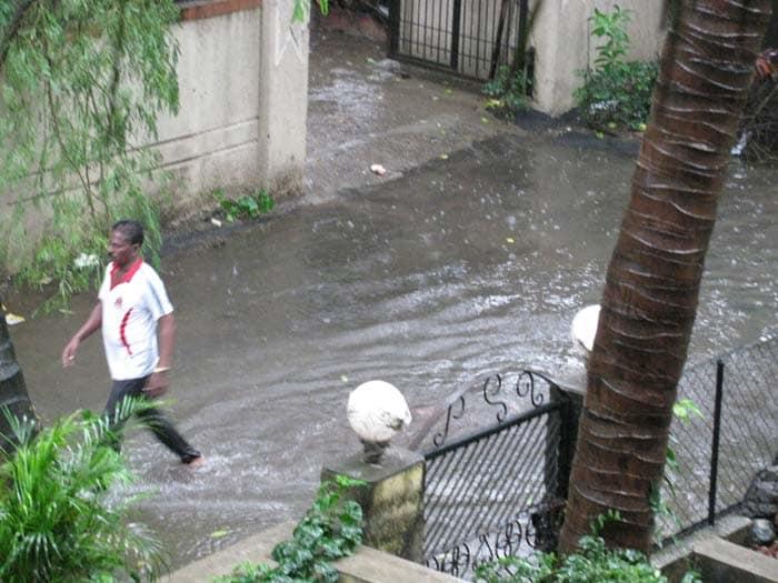 Heavy rains lash Mumbai