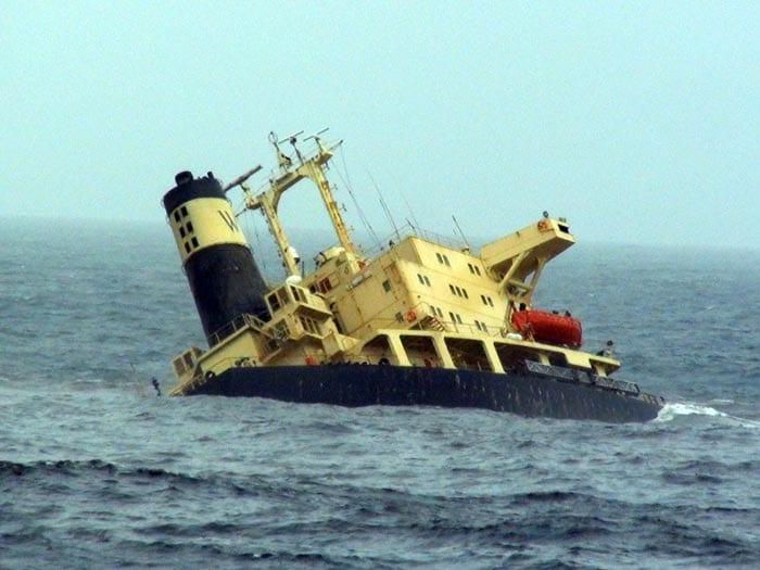 MV Rak spills oil; threatens Mumbai\'s coastline