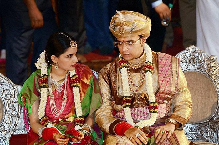 In Grand Royal Wedding, Maharaja Of Mysuru Marries Princess From Rajasthan