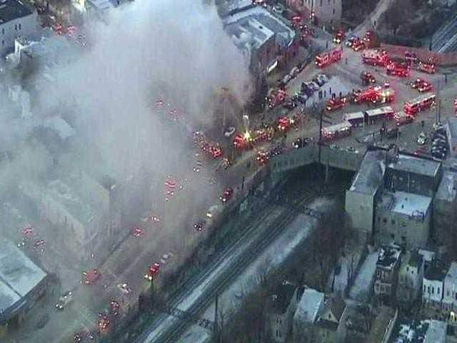 Photo : Huge Fire Breaks Out In New York Apartment Building: Pics