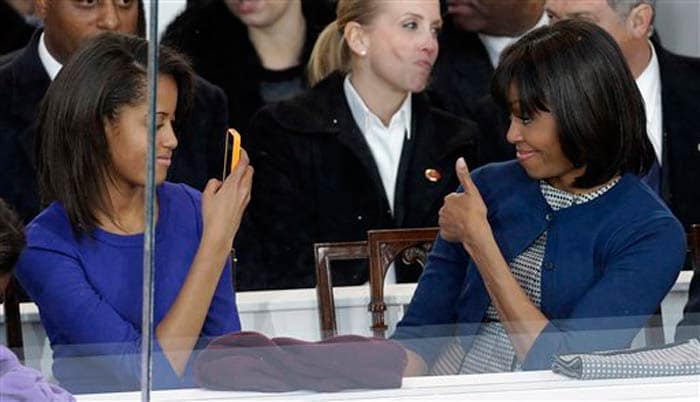 Obamas\' kiss captured by daughters Sasha and Malia on cellphones