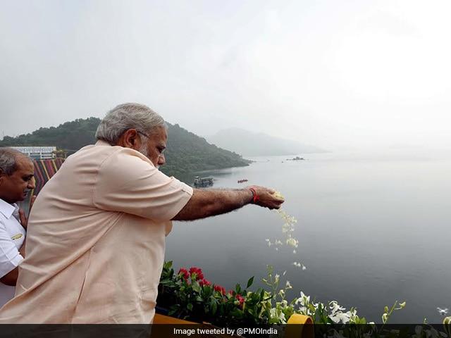 Photo : In Pics: PM Narendra Modi Inaugurates Narmada Dam On Birthday