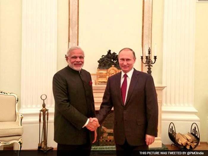 रूस के दो दिवसीय दौरे पर प्रधानमंत्री नरेंद्र मोदी, देखिए तस्वीरें