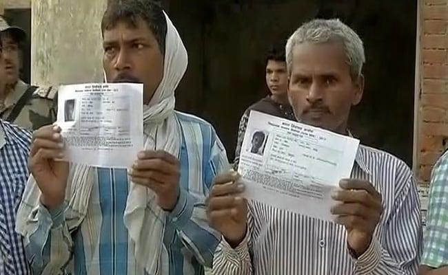 तस्वीरों में यूपी के छठे और मणिपुर के पहले चरण का मतदान