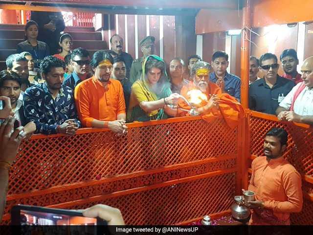 Photo : लोकसभा चुनाव 2019: प्रियंका गांधी ने प्रयागराज से शुरू की 'गंगा यात्रा', देखें तस्वीरें...