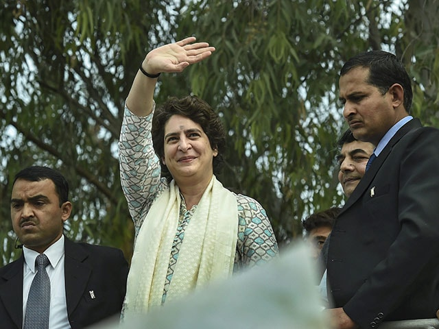 Photo : Lok Sabha Elections 2019: Priyanka Gandhi Vadra kicked off mega roadshow in Lucknow