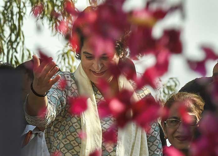 Lok Sabha Elections 2019: Priyanka Gandhi Vadra kicks off mega roadshow in Lucknow