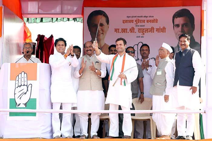 Photo : Rahul Gandhi's blistering attack on Narendra Modi  in Latur