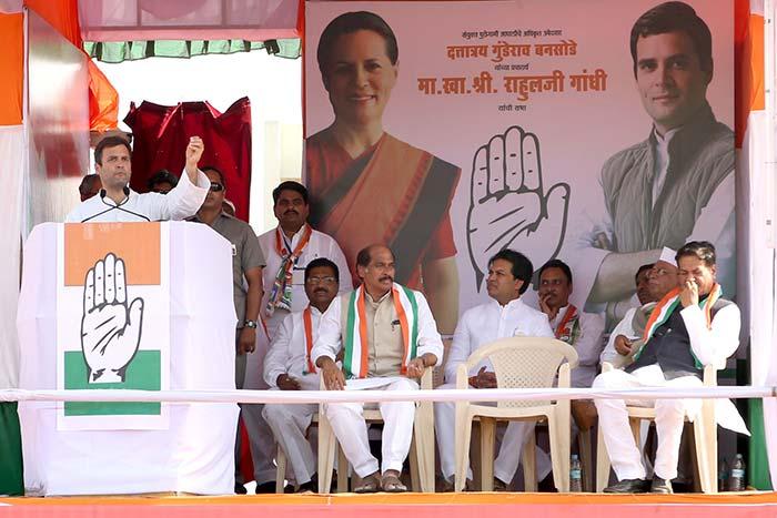 Rahul Gandhi\'s blistering attack on Narendra Modi  in Latur