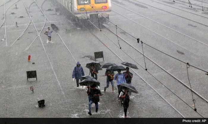 People advised to stay home as heavy rains lash Mumbai
