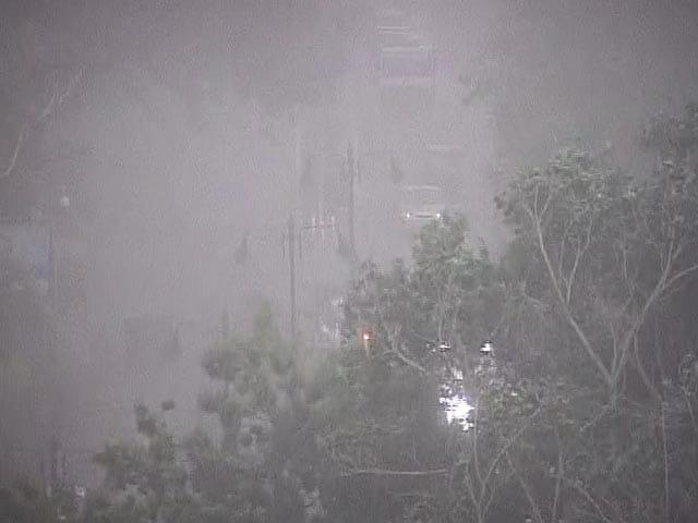 Photo : Dust Storm and Rain Sweeps New Delhi