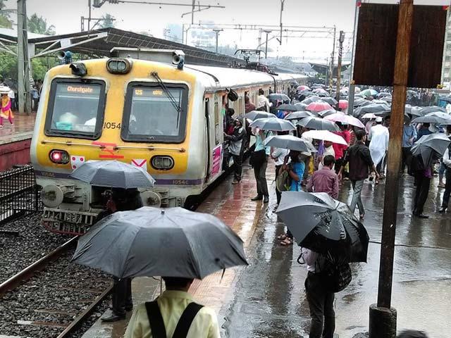 Photo : Heavy Rain Leaves Mumbai Struggling