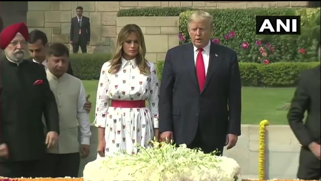 पत्नी मेलानिया संग राजघाट जाकर महात्मा गांधी को दी अमेरिकी राष्ट्रपति ने श्रद्धांजलि
