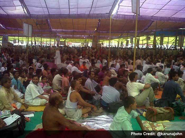 Baba Ramdev draws huge crowd to Ramlila Maidan