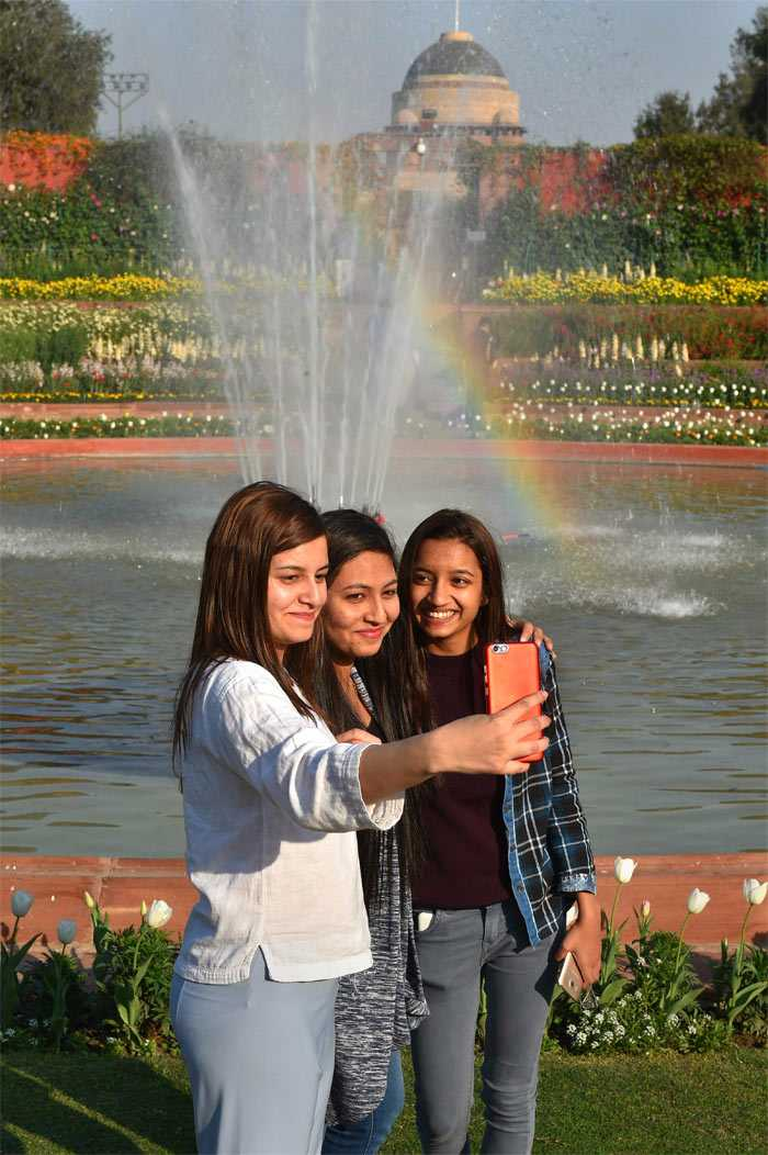 Pics: Rashtrapati Bhavan\'s Iconic Mughal Gardens Ahead Of Its Annual Opening For Public