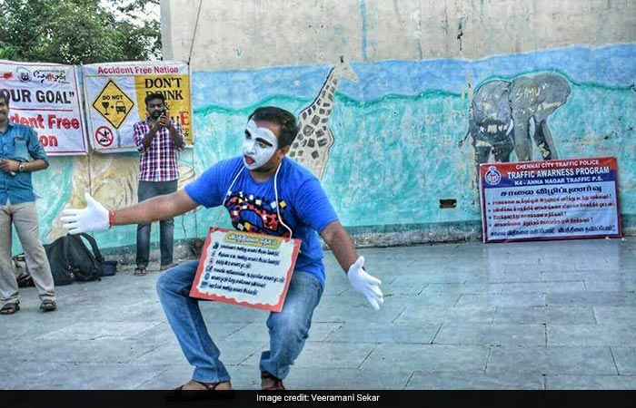 In Pics: A Hearing-Impaired Mime Artist Spreading The Message Of Road Safety