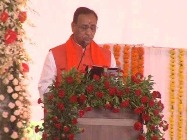 Photo : Vijay Rupani Takes Oath As Gujarat Chief Minister: Pics