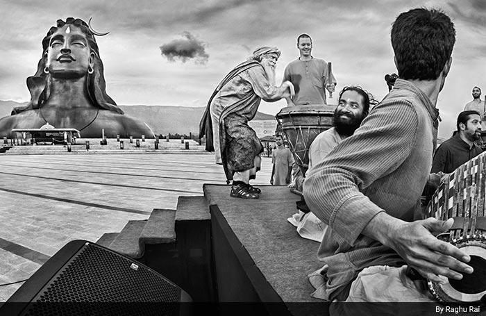 मशहूर फोटोग्राफर रघु राय के कैमरे में कैद सद्गुरु की खास तस्वीरें...