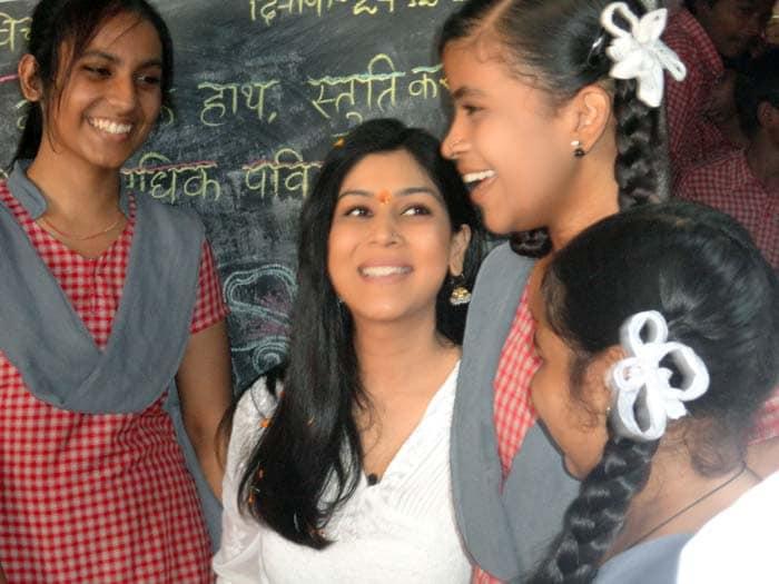 Sakshi Tanwar visits school for SMS