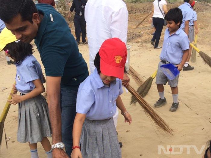 राष्ट्रीय स्वच्छता दिवस: सफाई अभियान में देशभर के स्कूलों ने लिया हिस्सा
