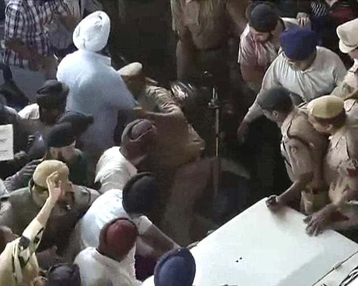 Protests in Delhi over Sajjan Kumar\'s acquittal in a 1984 anti-Sikh riots case